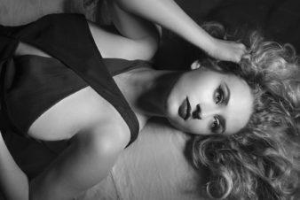 classic-portrait-beauty-black and white
